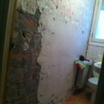 desmontaje-alicatado-aseo-baño-pequeño-reforma