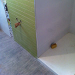 encuentro-materiales-esquina-aseo-alicatado-ducha-suelo-laminado