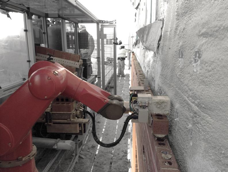 Robot albañil coloca ladrillos diseñado por una empresa de robótica